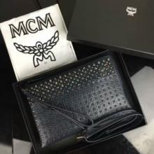 品質保証低価MCMエムシー エム コピースタッズレザーショルダーバッグクラッチバッグ軽量小さめ鞄3色可選