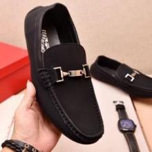 数量限定爆買いFERRAGAMOフェラガモ 靴 コピービジネスシューズメンズ紳士靴ブラックローファースリッポン