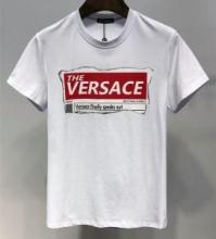 2019年春夏シーズンの人気 VERSACE TABLOID MOTIF SLIM FIT T-SHIRTヴェルサーチ tシャツ メンズ 新作 コピー スタイリッシュ ウェア