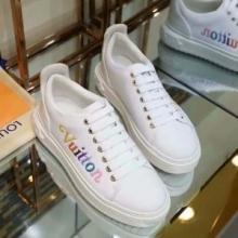 高機能で履き心地も良好 ヴィトン コピー タイムアウトライン スニーカー Louis Vuitton 激安 ホワイト 歩きやすさ 靴