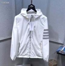 軽い着心地トムブラウン パーカー サイズ感 着込みやすい スウェットシャツ THOM BROWNE ナイロンジャケット おすすめ