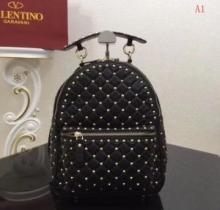 有名モデル愛用アイテム  ヴァレンティノ VALENTINO  存在感を発揮する バックパック  多色可選