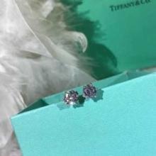 2019秋冬着こなし方おすすめ  ティファニー Tiffany&Coおしゃれで機能性の高い ピアス オシャレな秋冬コーデスタイル