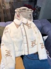FENDI 今季らしい着こなし存在感  フェンディ とても良い抜け感を演出  フード付きコート 人気ランキング2019秋冬新作